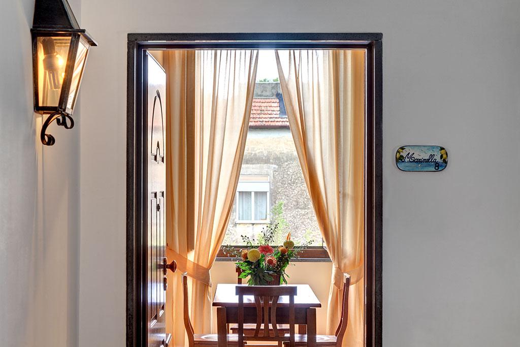 Appartamento per vacanze marinella residence la for Appartamenti con una camera da letto con garage annesso